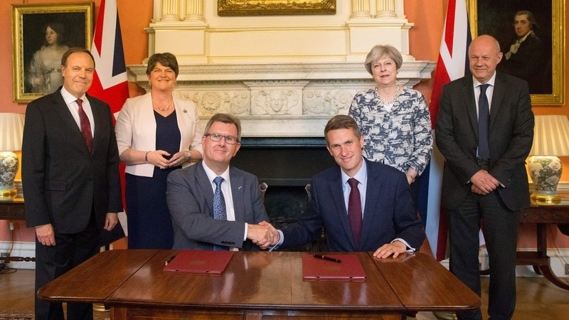 DUP signs £1bn deal | RTÉ News