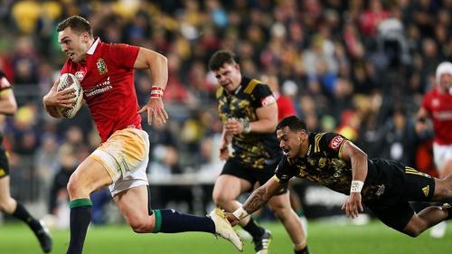 George North beats the tackle of Te Toiroa Tahuriorangi
