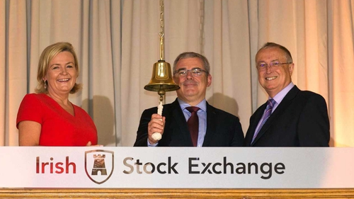 AIB CEO Bernard Byrne (centre) rings the Irish Stock Exchange's bell to mark AIB's IPO with ISE's Deirdre Somers &d AIB Chairman Richard Pym