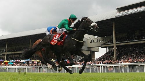 Pat Smullen wins the 2015 Dubai Duty Free Irish Derby on Harzand