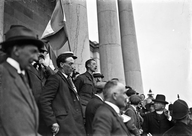 Eamon de Valera and others on the steps of Ennis Courthouse