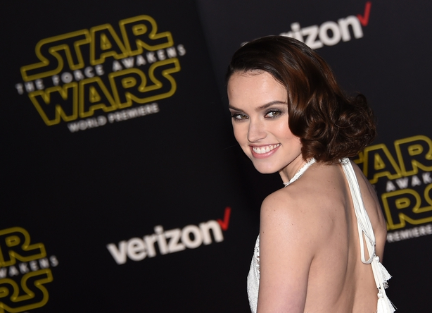 Daisy Ridley attends the premiere of 'Star Wars The Force Awakens