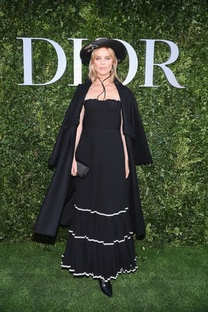 supermodel Eva Herzigova is giving us some Zoro vibes with this ruffled skirt, coboy hat and cape.