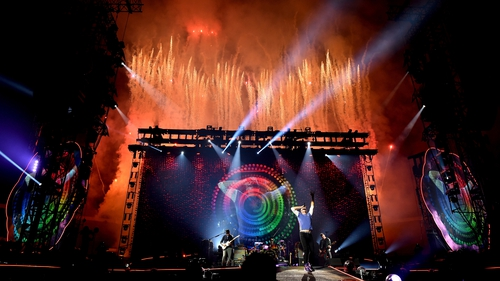 Coldplay live - There'd be fewer photo opps at a First Holy Communion