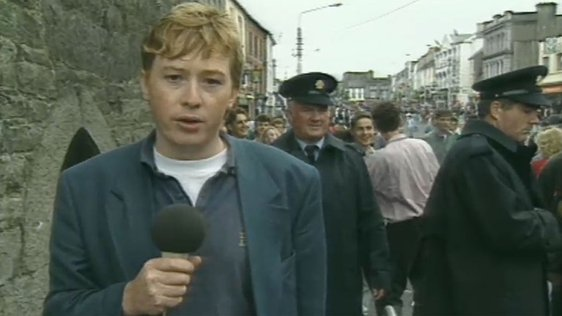 RTÉ reporter Gerry Reynolds in Thurles for Féile '92 (1992)