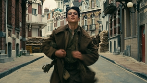 Fionn Whitehead as a young, inexperienced solider in Dunkirk