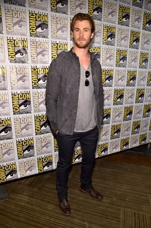 Casual but as handsome as ever. The Aussie actor rocked a suede jacket, striped trousers and brown shoes at the Comic-Con in 2014.