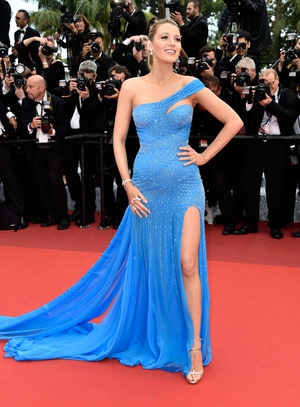 Who knew Atelier Versace did maternity wear? Blake looked incredible at the premiere of 'The BFG' premiere at Cannes Film Festival in 2016