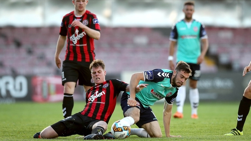 Bohs' Ian Morris and Nathan Boyle of Derry fight for possession