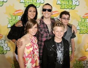 Loving husband. Chester and his wife Talinda Bentley and guest arrive to Nickelodeon's 2009 Kids' Choice Awards