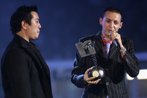 Award winner. Chester accepts an award on behalf of Linkin Park at the MTV Europe Music Awards 2004 in Rome