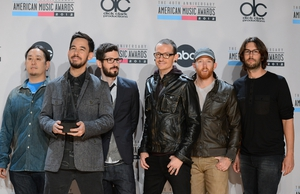 Linkin Park win 'Favorite Alternative Artist' award at American Music Awards in 2012
