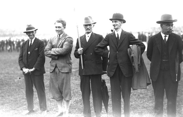 Pat O'Callaghan (centre)