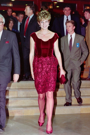 Lady in red. Diana arrives at the Lille Congress Hall on November 15, 1992 for the opening of Paul McCartney's oratorio 'Liverpool'.