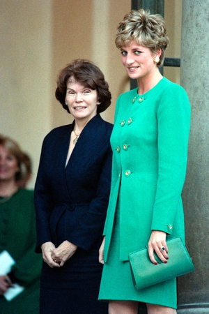 Gorgeous in green. Diana and French First Lady Danielle Mitterrand pose at the Élysée Palace in Paris in 1992.
