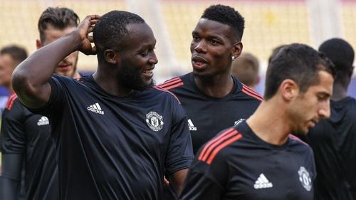 Manchester United's Romelu Lukaku (L) and Paul Pogba (C)