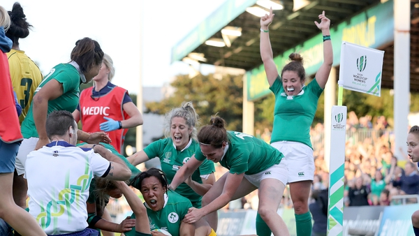 Sophie Spence touches down for Ireland's third try