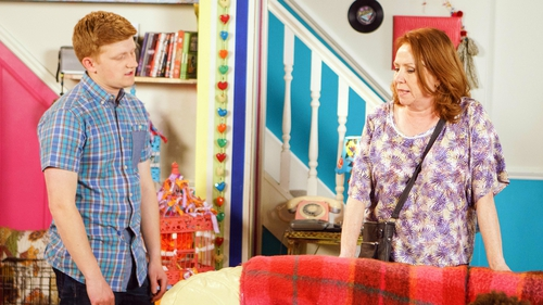 Cathy arranges for Chesney to apologise to Dev