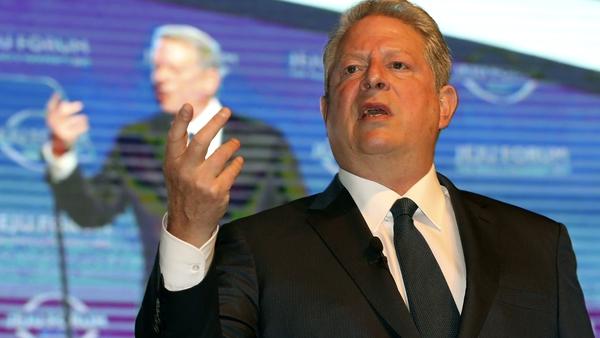AL Gore points the way. Photo: EPA/Yonhap