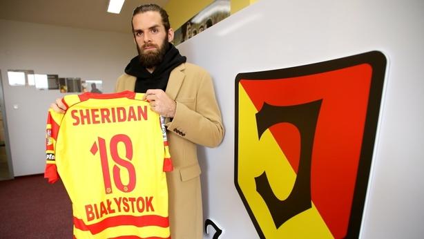 Cillian Sheridan signing for Jagiellonia Bialystok (photo courtesy of jagiellonia.pl)