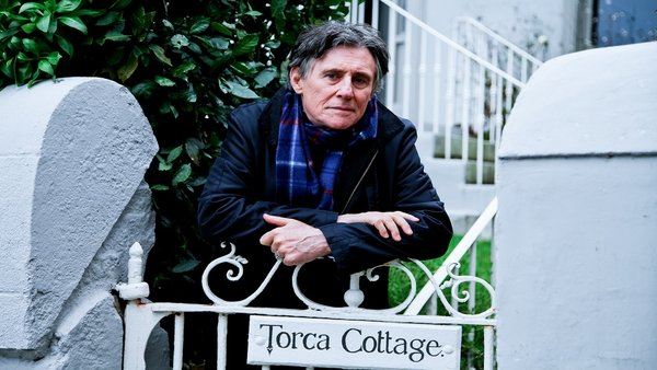 Gabriel Byrne explores the life, works and passions of George BernardShaw in My Astonishing Self, a highlight of the new season of RTÉ.