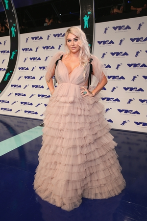 Kesha wore a romantic tulle dress in blush pink from Monsoori.