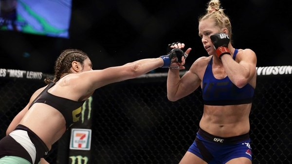 Holly Holm (r) in MMA action