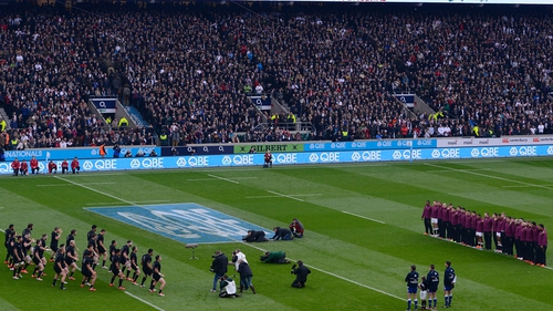 England face the New Zealand Haka back in 2014