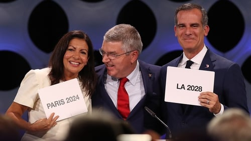 Paris Mayor Anne Hidalgo, IOC President Thomas Bach and Los Angeles Mayor Eric Garcetti