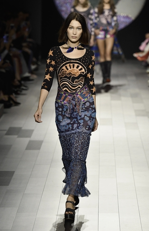 Some very cool hippy vibes from Bella Haddid at the Anna Sui fashion show.