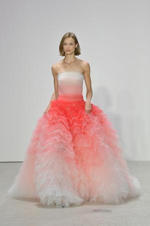 We NEED this Oscar De La Renta dress in our lives.