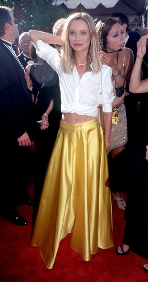 Yaaas! Calista Flockhart went rogue on the red carpet with a skirt and cropped shirt in 1999.