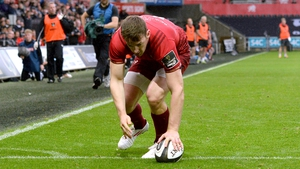 Darren Sweetnam scores Munster's second try at the Liberty Stadium