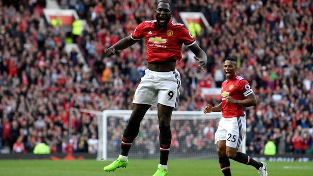 Man City, Man United seize title spotlight