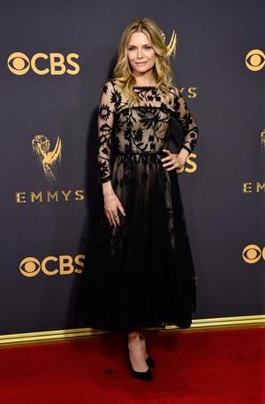 Michelle Pfeiffer looked phenomenal in Oscar de la Renta in 2017.