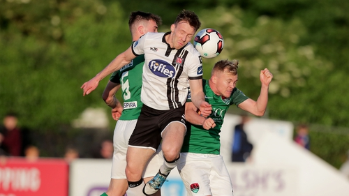 Cork could open a seven-point gap over Dundalk if they win at Oriel Park