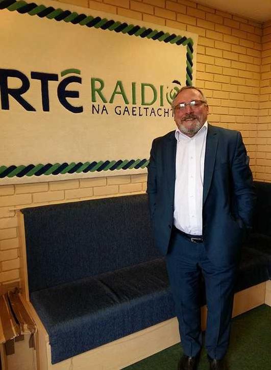 An Comhairleoir Condae John Shéamuis Ó Fearraigh.