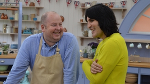 Great British Bake Off: Fielding Fondles & Hollywood Handshakes