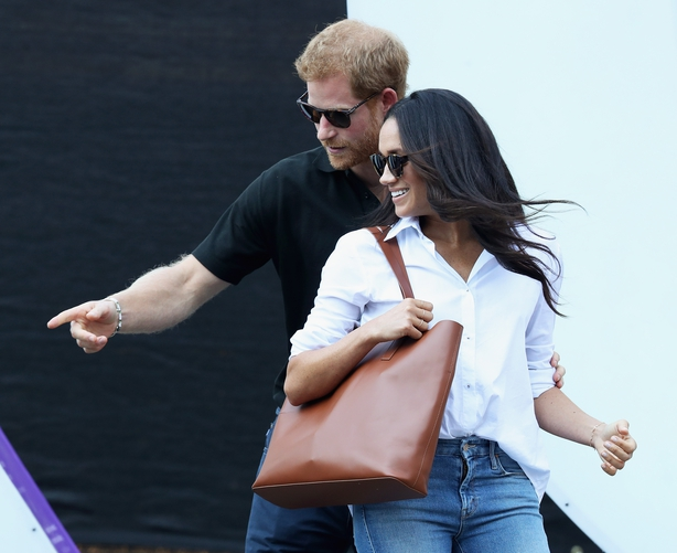 Prince Harry (R) and Meghan Markle (L) attend a Wheelchair Tennis match