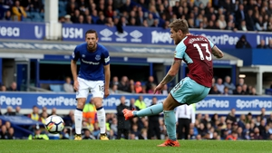 Jeff Hendrick shoots to score the only goal of the game at Goodison Park