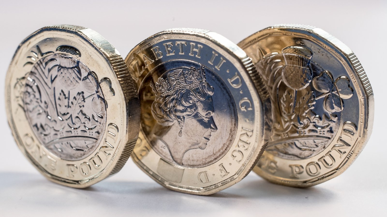 Sterling sees biggest weekly gain since May