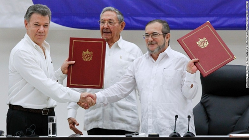 Signing the Colombian Peace agreement 2016