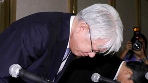 Kobe Steel CEO Hiroya Kawasaki bows during a press conference in Tokyo on Friday