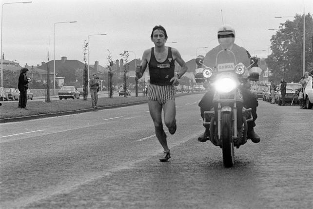 Dick Hooper winning the Dublin City Marathon (1980)