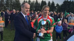 Cora Staunton with the trophy (pic: Mayo LGFA Twitter)