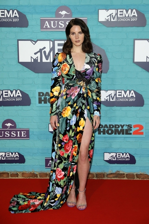 Lana looked beautiful in a floral Gucci dress with thigh high split.
