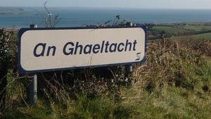 Cárthach Ó Faoláin agus Breandán Ó Beaglaoich;Cúrsaí pleanála sa Ghaeltacht.