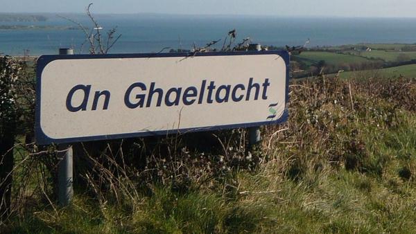 """""""Fíorbheagán teaghlach Gaeltachta ag tógáil a gclann le Gaeilge"""""""