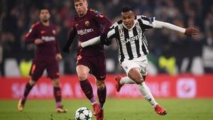 Barcelona's Spanish forward Gerard Deulofeu (L) vies with Juventus' defender from Brazil Alex Sandro