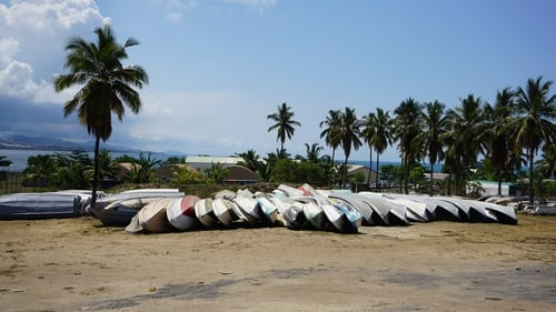 Impounded kwassa kwassa boats on Mayotte - they will be crushed by the French authorities